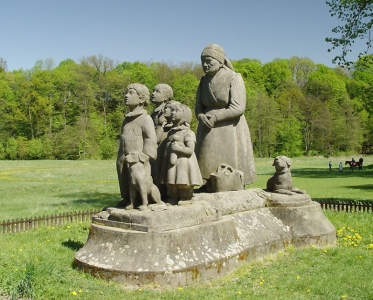 Pomník Babička s dětmi