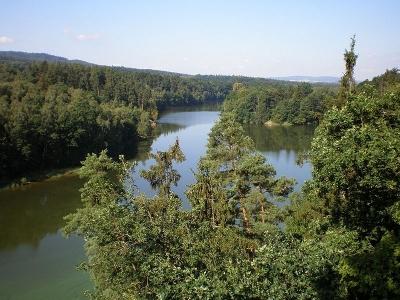 1369999032_800px-Cheb_Skalka_reservoir_2009-08-06.jpg